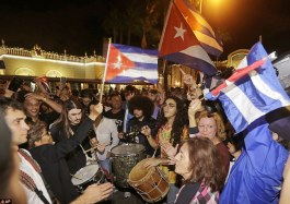 3AC3CBAC00000578-3973294-Cuban_Americans_celebrate_the_death_of_Fidel_Castro_on_Saturday_-a-6_1480185748287.jpg